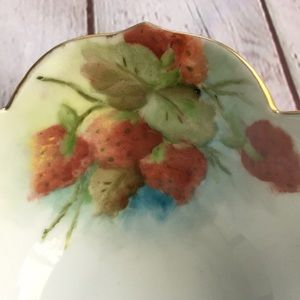 Vintage Dining - Vintage Gold Trim Strawberry Print Bowl